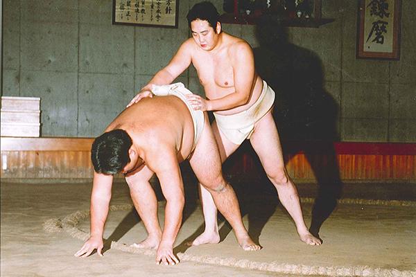 相撲 送り吊り落とし